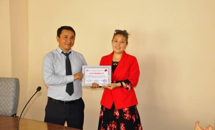 Вручение сертификатов клиницистам Международного университета им.Токтомаматова